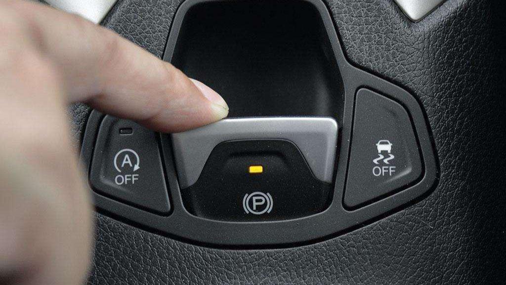 """对此,专业人士表示,车上这四个""""按键"""",不懂最好不要乱按,不管新手老司机都要记住。"""