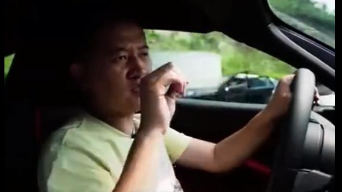 知名汽车博主试驾迈凯伦严重超速,交警通报:吊销驾照