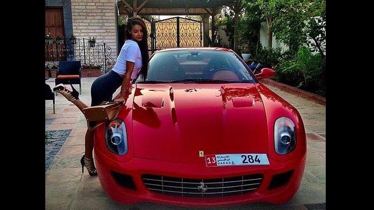 世界上最土豪的10大美女PK,跑车豪车无数!