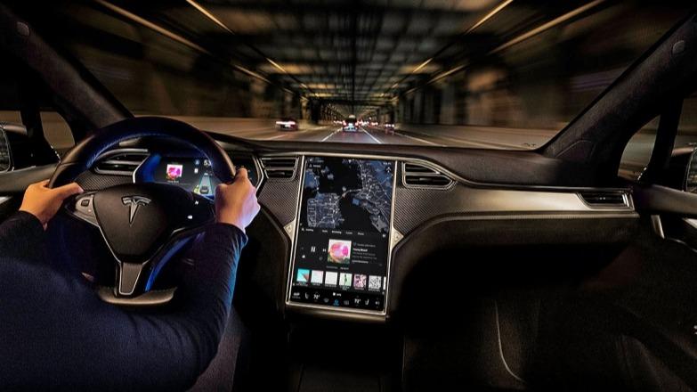知名媒体猛烈抨击特斯拉:全自动驾驶软件缺乏安全保障