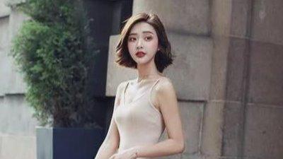 美女模特:紧身裙勾勒性感身材,散发魅力女神气息!