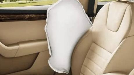 有些车友对车子过度装饰和爱惜,反而造成行车隐患。这里盘点几种常见现象。