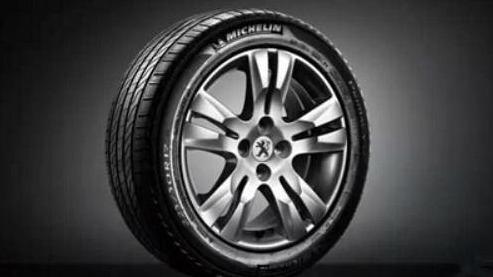 汽车的胎压到底打到多少合适? 可别擅自主张