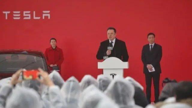 """雷军董明珠押注造车,""""新10亿赌约""""谁会赢?"""
