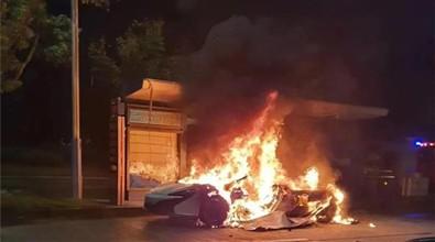 百万迈凯伦街头两度起火 曾因自燃隐患大规模召回