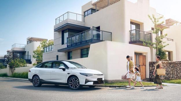 激光雷达、百变智能空间 新时代智能家轿小鹏P5上市15.79万起售