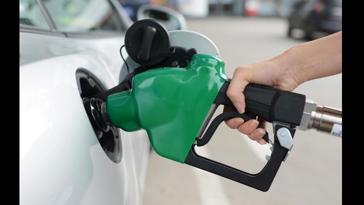 10月22日,国内成品油价格迎来年内第四次上调,油箱容量50L的私家车加满一箱油多花约3元。