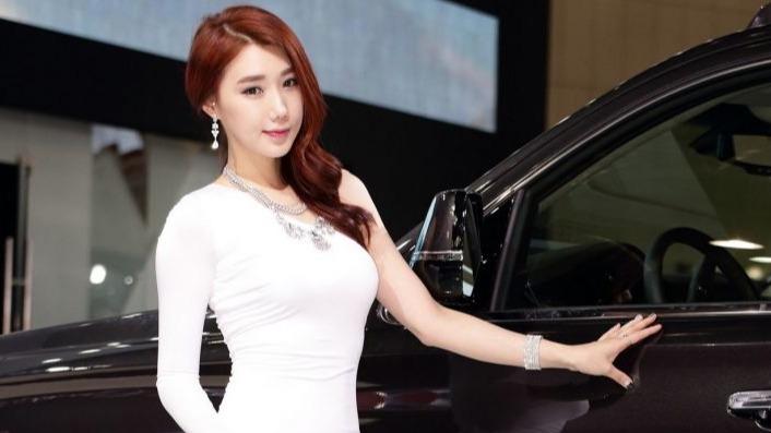 韩国十大美女车模:美丽大方李圣花