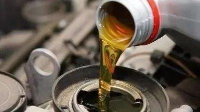 """更换机油的""""黄金时间"""",修理工:换早了也是白花钱"""