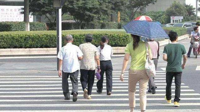 上海再次出台严厉新规 行人闯红灯将重罚!