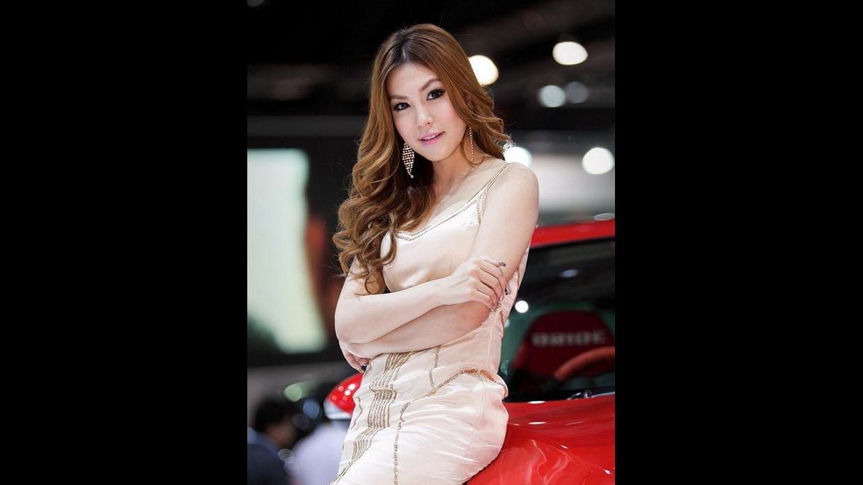泰国极品车模求鉴定!是女人还是人妖?