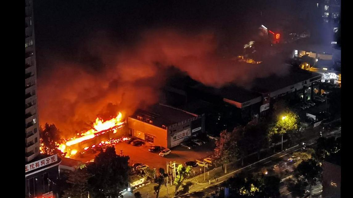 广州某 4S 店昨夜突发大火 现场目击者称:爆炸声不断
