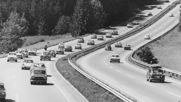 德国高速公路为何不限速?油门踩到底是个什么感觉