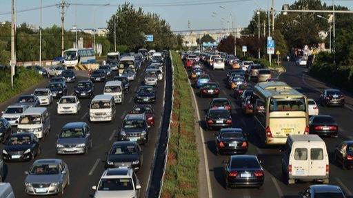 道路上新增的HOV车道注意,很多老司机已中招,走错直接扣3分