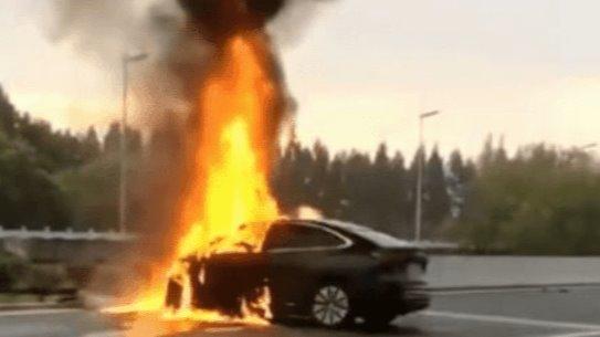 """蔚来EC6碰撞起火,不一定是电池的""""锅"""""""